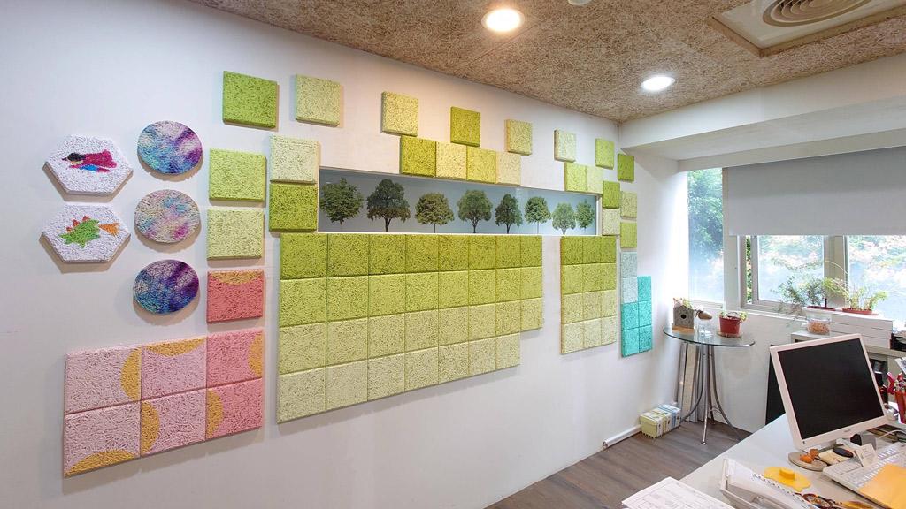 貼上大面積的mini小磚,可以幫助空間吸音,降低背景噪音。